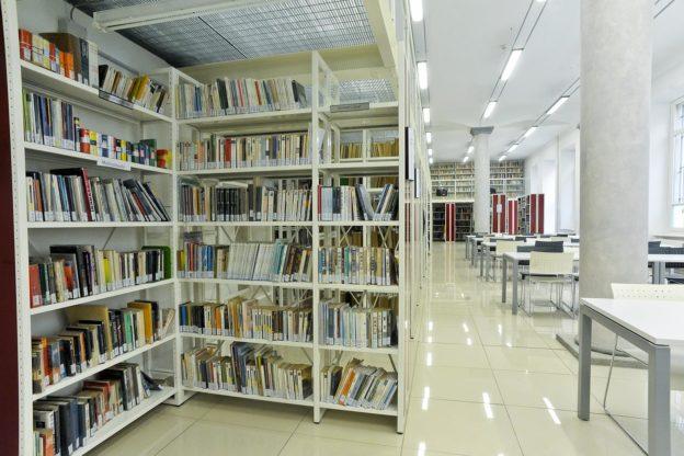 Asti: mercatino dei libri e fotobar di Marta Molinaris in Biblioteca