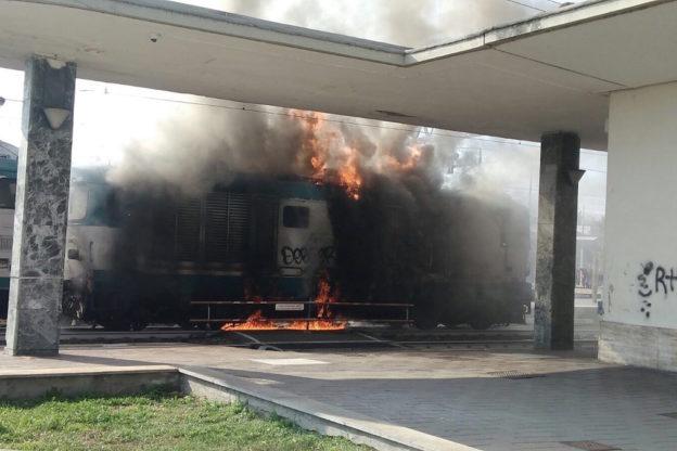 Incendio alla stazione di Asti: fotogallery
