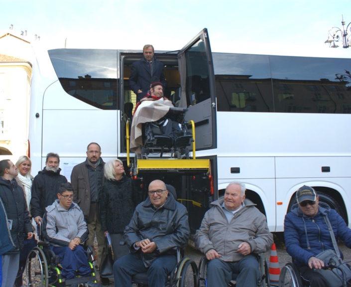Un nuovo autobus per disabili entra nella flotta del noleggio Asp
