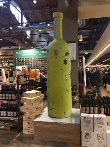 Le Bottiglie d'Artista delle Creative sbarcano da Fico a Bologna