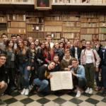 """Viaggio nella storia della carta stampata per i ragazzi del """"Vercelli"""""""