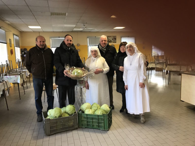Dal Comitato Palio di San Marzanotto cavoli alla Mensa Sociale di corso Genova