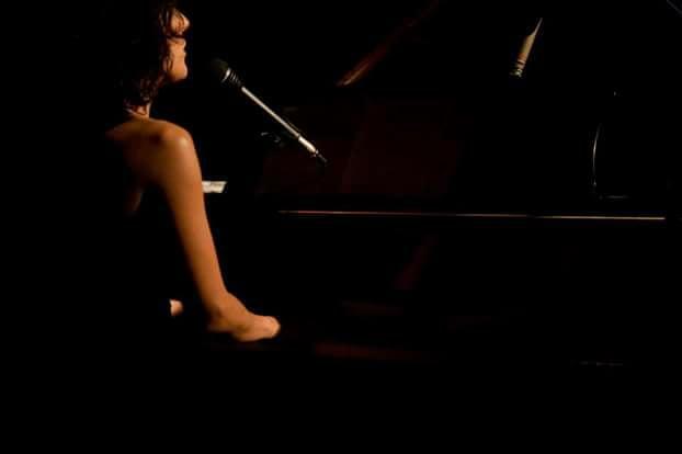 Paola Tomalino piano e voce all'Istituto Verdi