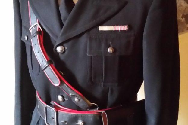 Divisa dei carabinieri in vendita in un negozio on line: denunciati il titolare e il proprietario