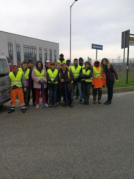 Puliamo Insieme a San Damiano d'Asti: partecipazione degli ospiti di Casa Bosticco e alcuni richiedenti asilo.