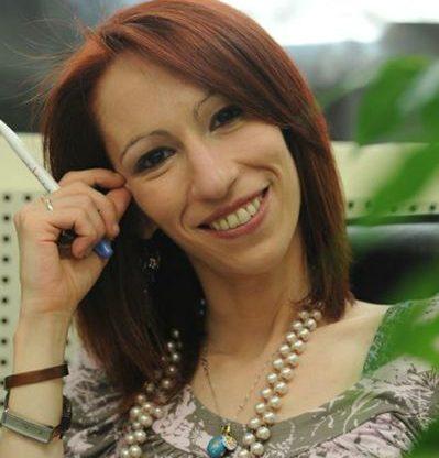 """Nel giardino della Biblioteca di Fontanile la scrittrice Manuela Caracciolo presenta """"Quella notte a Merciful Street"""""""