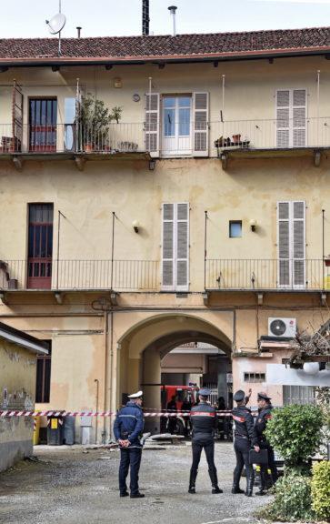 Donna morta nel crollo dei balconi: indagini sulle cause del cedimento strutturale