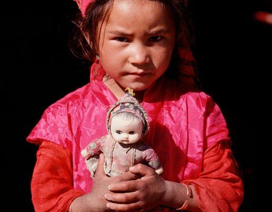 """Sessanta """"Testimoni"""" di Sergio Ardissone raccontano i popoli a rischio di estinzione"""