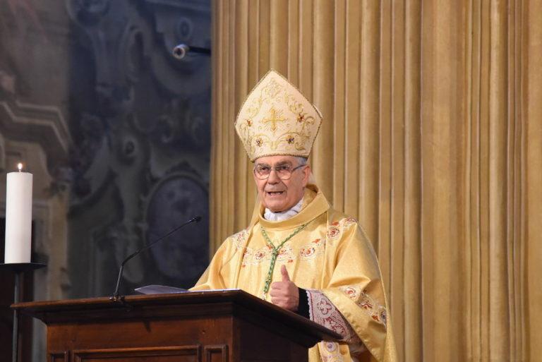 Il vescovo Ravinale compie 75 anni