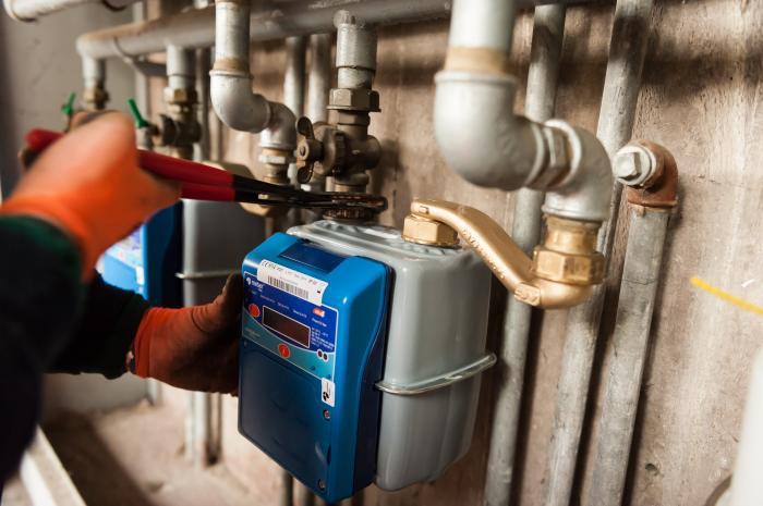 Non paga più le bollette del gas e manomette il contatore: denunciato per furto