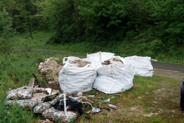 I forestali scoprono discarica abusiva nelle campagne di Incisa Scapaccino