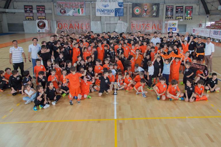 La grande festa orange al Pala-Errebi San Quirico