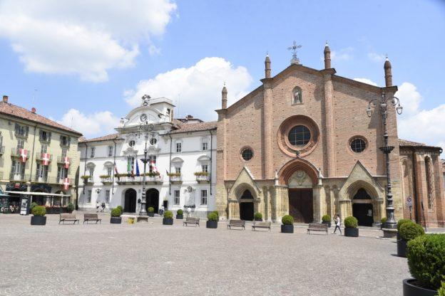 Asti, presidio in piazza San Secondo per difendere i diritti dei migranti