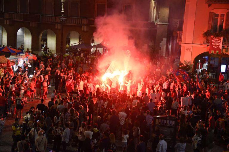 Palio di Asti. Piazza San Secondo gremita per la presentazione dei fantini