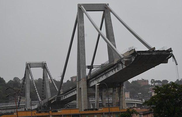 Da Asti a Genova, vigili del fuoco impegnati sul crollo del viadotto Morandi