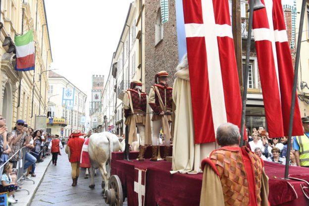Palio di Asti. Tutte le immagini dei Rioni, Borghi e Comuni protagonisti della sfilata medioevale