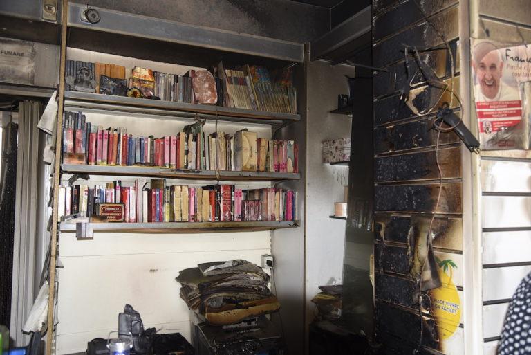 """Incendio in una tabaccheria di corso alla Vittoria. I proprietari: """"Non lasciateci soli"""""""