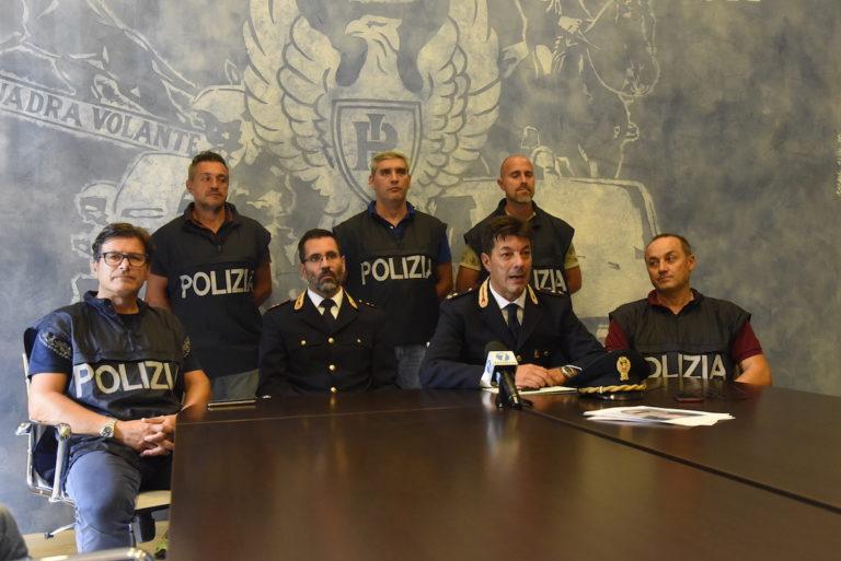 Asti, commettevano rapine per comprare droga: cinque arresti della squadra mobile