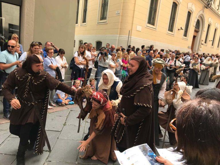 Palio di Asti. Le prime immagini della sfilata