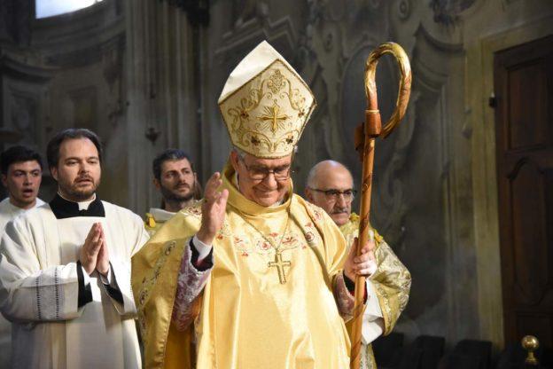 Asti, il vescovo Ravinale saluta i fedeli: la fotogallery