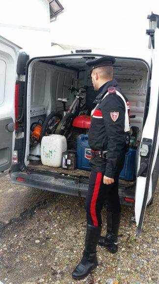 Tigliole, i carabinieri intercettano furgone rubato pieno di refurtiva