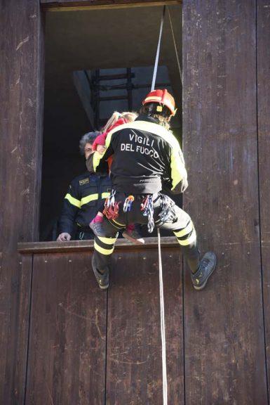 Piccoli vigili del fuoco crescono a Pompieropoli: la fotogallery