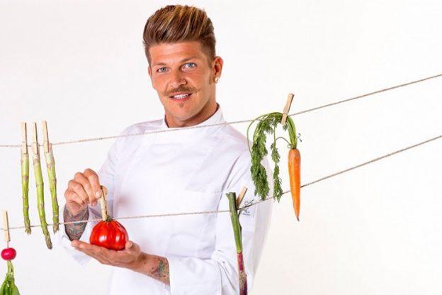 Lo chef astigiano Diego Bongiovanni ai fornelli de La prova del cuoco