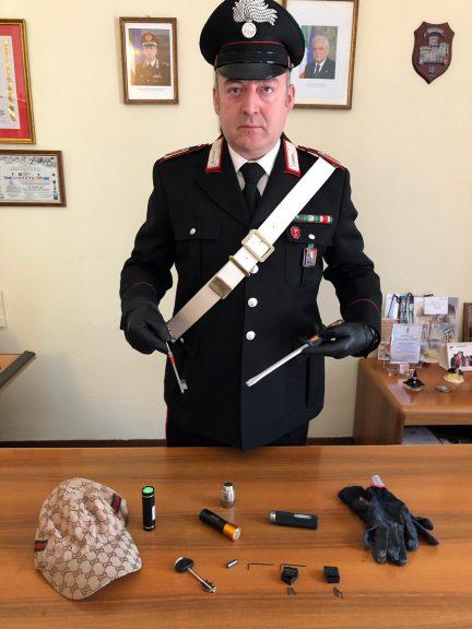 Scoperto con il kit del perfetto ladro: denunciato dai carabinieri di Canelli