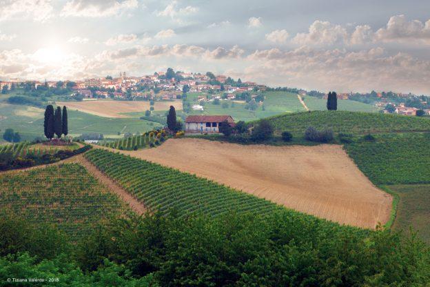 """""""I paesaggi della via del mare"""", orizzonti Unesco tra Agliano e Castelnuovo"""