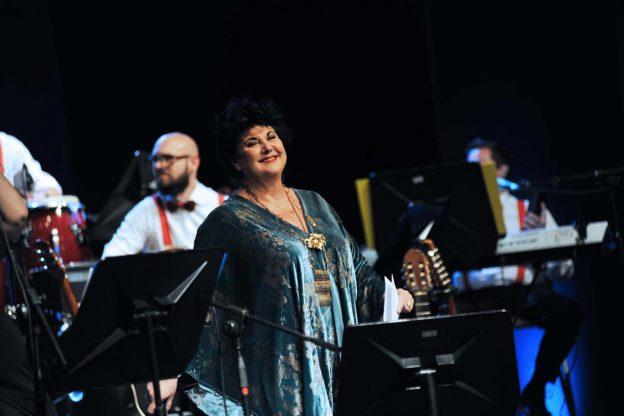 """Asti, Marisa Laurito sul palco dell'Alfieri con l'orchestra """"Made in Italy"""""""