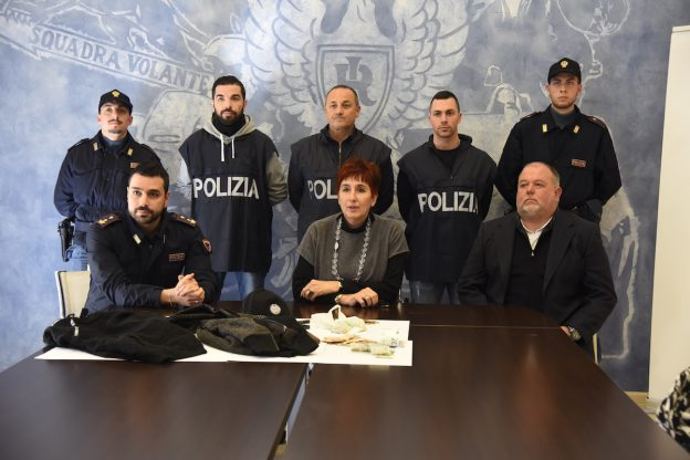 Asti, la polizia identifica i due ladri della farmacia San Domenico Savio