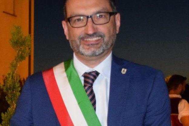 Il sindaco di Moasca chiede a John Elkann una Fiat 500 elettrica per il paese