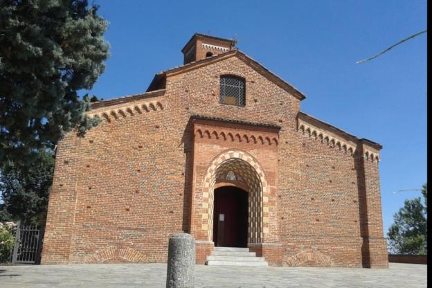 """Parte """"Racconti sul sagrato"""", una rassegna culturale davanti alla chiesa di Viatosto"""