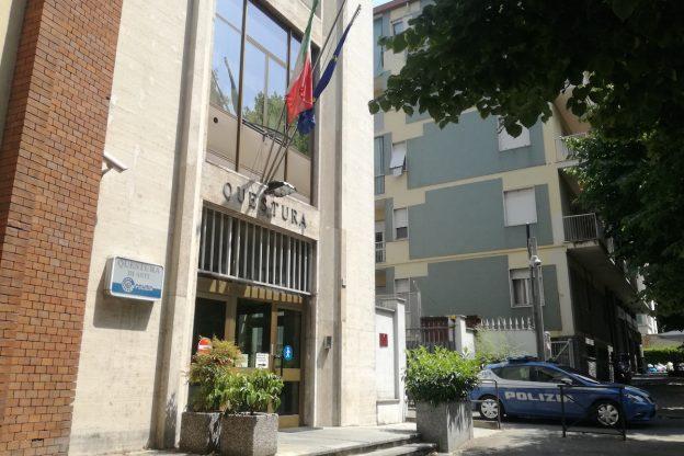 Asti, rapinò un'anziana sul pianerottolo di casa: ora è accusato di un episodio fotocopia