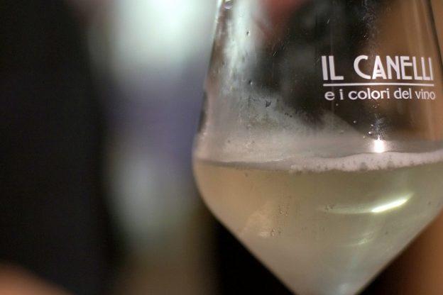 Moscato Canelli: duemila brindisi nella notte dolce