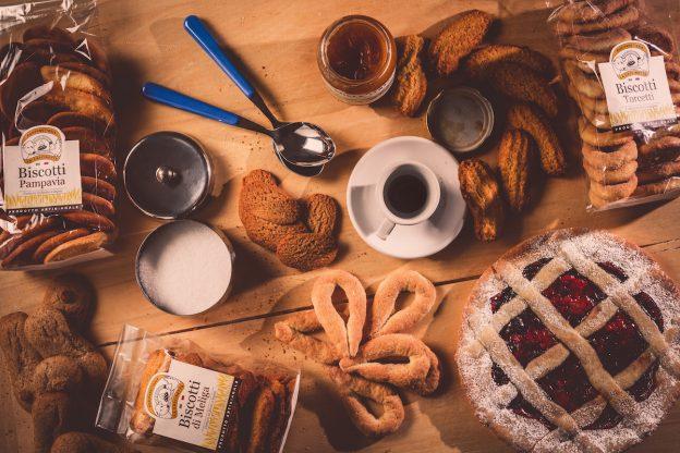 La Cascinetta di Villanova d'Asti festeggia 10 anni di pane fresco e biscotti fragranti