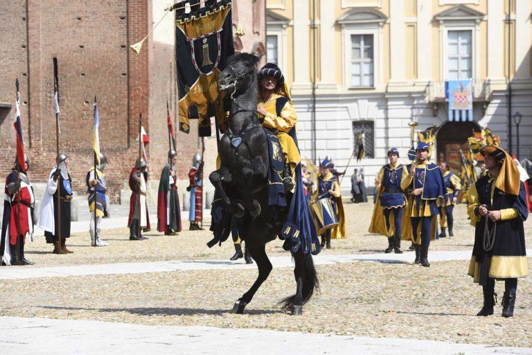 Palio, tutti i protagonisti della sfilata medioevale: la fotogallery
