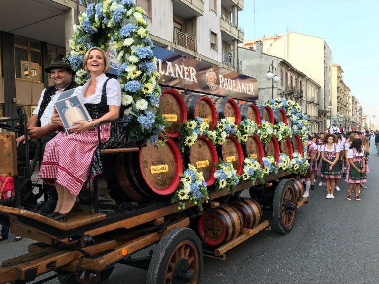 Tutto pronto per la grande parata che apre il Paulaner Oktoberfest di Cuneo