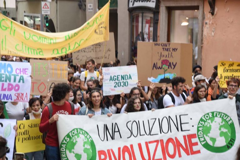 Friday for Future ad Asti: centinaia di studenti in piazza per salvare il clima