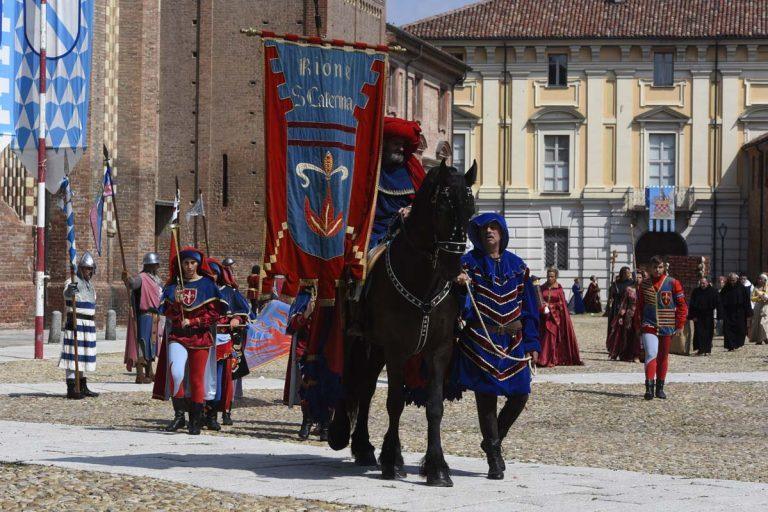 Palio, le prime immagini della sfilata medioevale