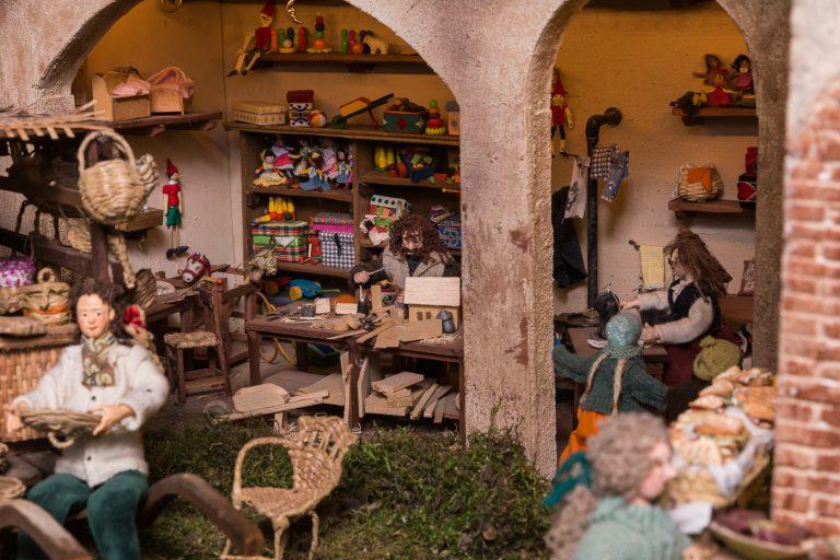 Artisti  al lavoro per Oro incenso mirra – Presepi nel Monferrato: si parte l'8 dicembre