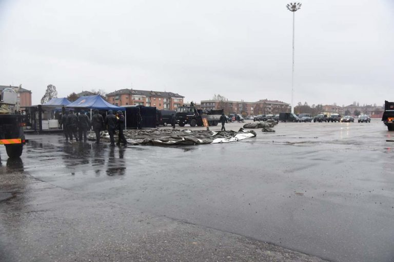 """Asti, esercitazione """"alluvionale"""" dei carabinieri in piazza D'Armi"""