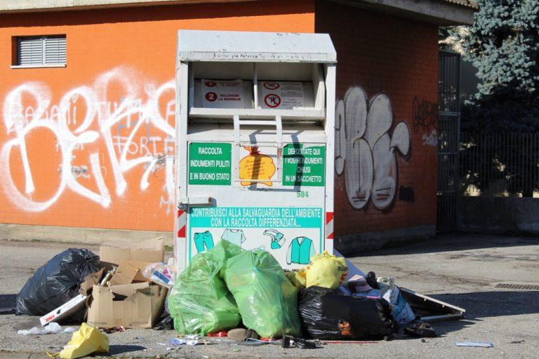 """Asti, Angela Motta: """"Tante segnalazioni di cittadini sul degrado e vandalismo dei cassonetti degli abiti usati"""""""