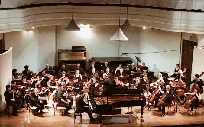 Al Teatro Alfieri la prima parte dei Concerti Brandeburghesi di Bach eseguiti dall'Orchestra Melos Filarmonica