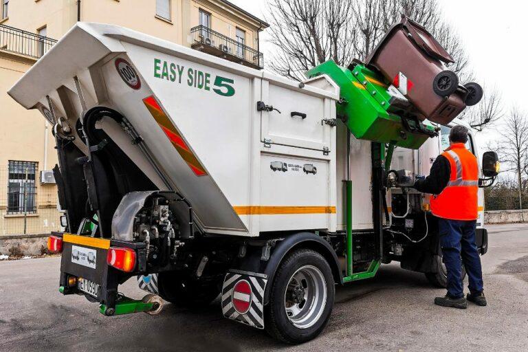 Asti, regolare la raccolta dei rifiuti di lunedì 13 aprile