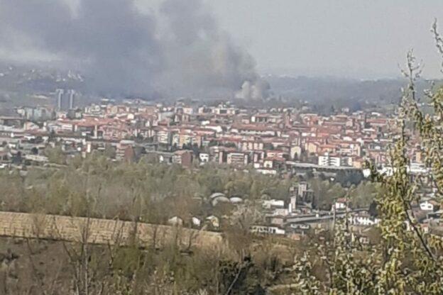 Asti, incendio in un capannone di località Rilate