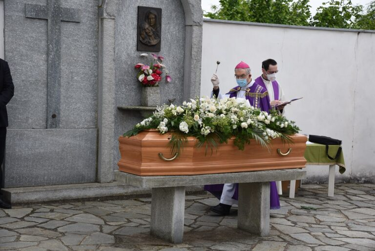 Asti, l'ultimo saluto a monsignor Vittorio Croce