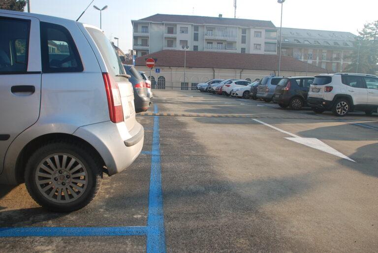 Asti, da lunedì si tornano a pagare i parcheggi negli stalli blu