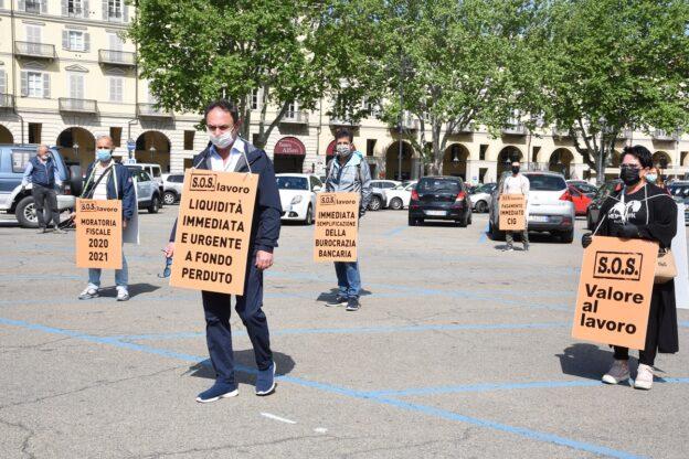 Asti, le partite Iva scendono in piazza: la fotogallery
