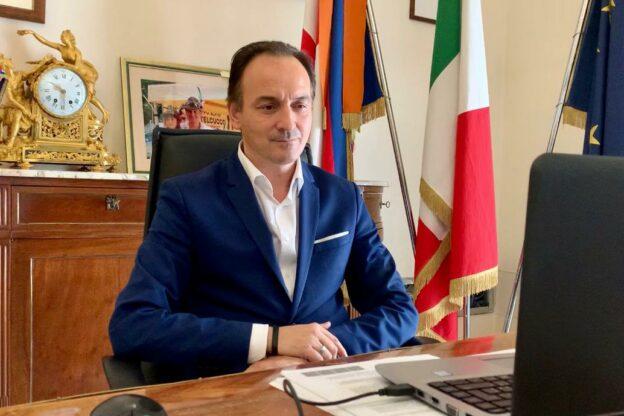 "Piemonte, Cirio: ""Centri commerciali chiusi nel weekend"""
